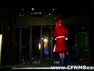 متجرد CFNM امتص من قبل الفتيات CFNM في الأماكن العامة