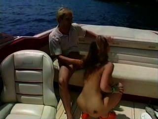 الجنس فاتنة الساخنة على متن قارب