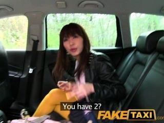 يحصل السياحية اليابانية faketaxi مارس الجنس بوسها ضيق