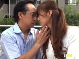 الزوجة التي وقعت في الحب مع الرجل البالغ من العمر