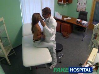 التجسس fakehospital على فاتنة الشباب الساخنة وجود معاملة خاصة