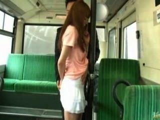 يحصل يمارس الجنس مع فتاة آسيوية في القطار