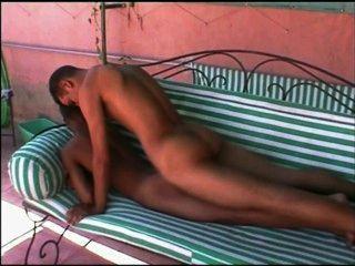 فرنك بلجيكي في أريكة جميلة بعقب فقاعة مارس الجنس اسلوب هزلي