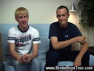 مثلي الجنس الجنس استغرق الأولاد على الرجيج peckers الخاصة بهم واستغرق أي وقت من الأوقات