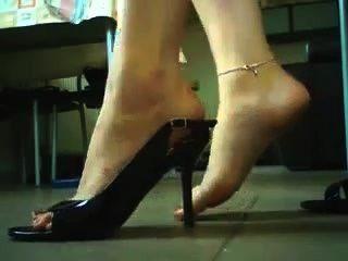 الكعب العالي والأحذية اللعب