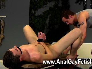 فيلم مثلي الجنس من ايدن يحصل على الكثير من ركلة جزاء في هذا الفيلم أيضا، وجود له
