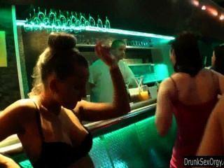مثليات المتعة في النادي