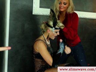مثليات bukkake باستخدام قضيب جلدي في gloryhole في HD