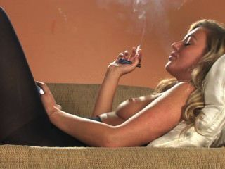 مثير سلسلة شقراء التدخين كل 100S البيضاء