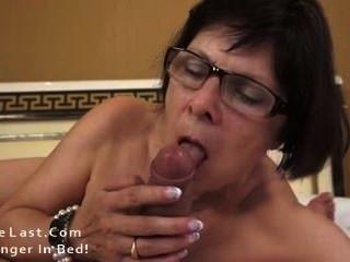 الجدة الساخنة يحب الديوك الشباب