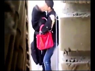 مارس الجنس الفارسي وقحة بعقب في الهواء الطلق، وتسجيل مخفي.