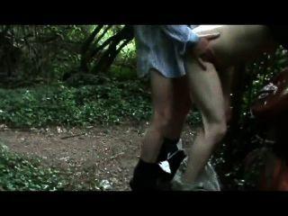 حالا، الغرباء يمارس الجنس مع لي في الغابة، مع 14 الأحمال، وبذلك يصبح الوطن الرجل