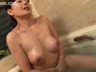 الاستحمام اليابانية واستمناء