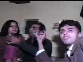 الباكستانية الفتيات في سن المراهقة الدعوة