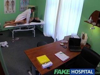 fakehospital شقراء جميلة سميكة يتيح للطبيب يفعل ما يشاء