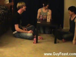 مثلي الجنس مثير هذا هو شريط فيديو طويل لأنواع المتلصص منكم الذين يحبون فكرة