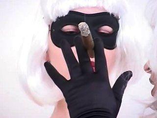 المزيد من تدخين السيجار صنم شبك