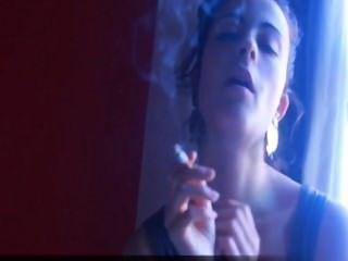 التدخين مباشرة إليك