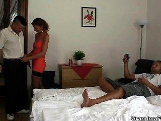 الثلاثي الساخنة في غرفة فندق
