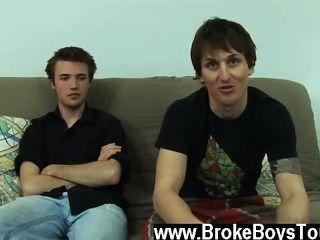 المشهد مثلي الجنس مدهش فجأة، أعلن دانيال انه كان قريبا جدا