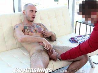 جوك gaycastings tatted العضلات يريد اقتحام الاباحية