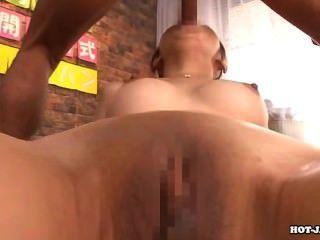 الفتيات اليابانية سبى زوجة جذابة في room.avi حمام