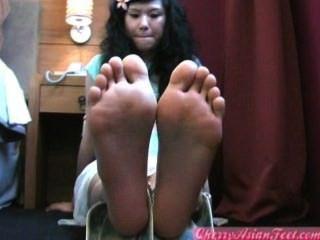 الصينية فتاة شابة قدم باطن أصابع القدم