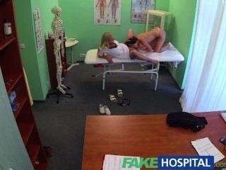 fakehospital الأطباء الديك وعلاج اللسان الممرضات أحبط المرضى قرنية