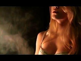 ميكا التدخين والتعلق