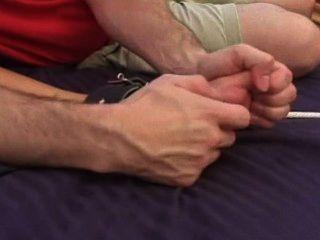 كريسي موران السرير دغدغة التعذيب م / و، والساخنة امرأة سمراء عارية الصدر!