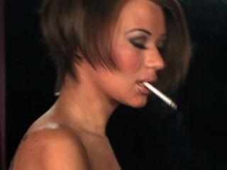 بيكي يدخن الثاني
