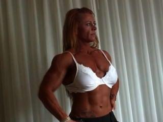 كريستين مور لاعب كمال اجسام النساء