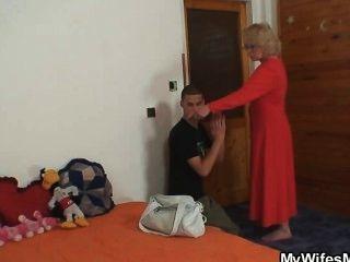 زوجة يجد له الغش ويحصل مجنون