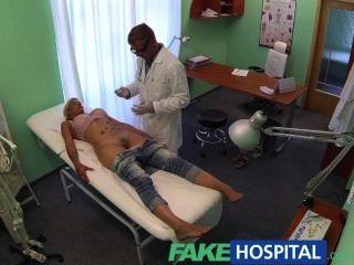 طبيب fakehospital يسبر المرضى كس مع صاحب الديك