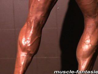 معارض ناضجة العضلات الوحش مقاضاة من جسدها معرق الصعب