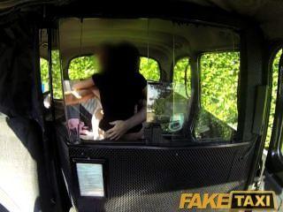 faketaxi مثير الفرخ الأسود يجعل الشريط الانتقام الجنس مع سائق سيارة أجرة