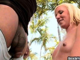 مثير شقراء في سن المراهقة مارس الجنس من قبل صياح الديك ضخمة 09