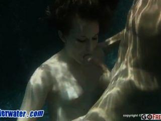 الجنس تحت الماء تشارلي مستقل مبتدئ