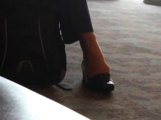 صريحة أقدام سيدة الأعمال shoeplay مطار اتلانتا