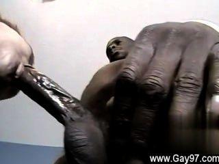 علق الديك مثلي الجنس ثنائية الرجل دي يحصل بعض الديك