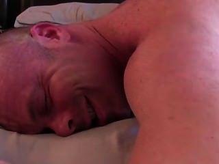 أسفل الأبيض مع الموهوك يحصل مارس الجنس من قبل رأس سوداء الساخن