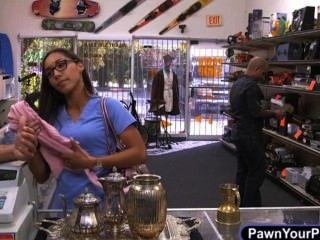 ممرضة الحشوات سراويل داخلية لها في بوسها لبيعها مع رائحة