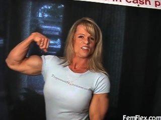 ايلينا استعراض العضلات