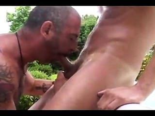 أبي وابن اللعنة في حديقة