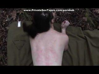 مارس الجنس ونائب الرئيس بالرصاص صديقته في الغابة