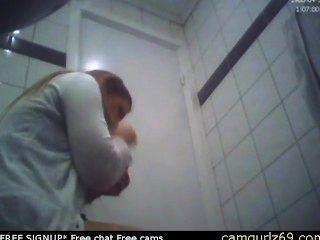 امرأة سمراء الهواة في سن المراهقة المرحاض الحمار مخفي كام المتلصص الجنس غرف الدردشة على الانترنت sexc