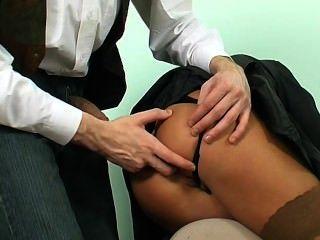 مارس الجنس في غرفة الانتظار