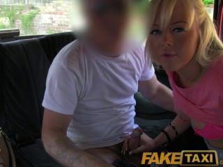 faketaxi يحصل فاتنة البريطانية شقراء جميلة السائقين نائب الرئيس على بوسها أصلع