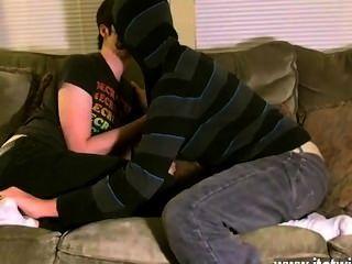 وكان لاعبو الاسطوانات مثلي الجنس تريستان على ما يبدو في حالة حب مع أقدام من أي وقت مضى منذ