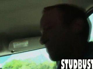 مسمار الهواة يحصل الحمار مارس الجنس في سيارة من قبل الديك